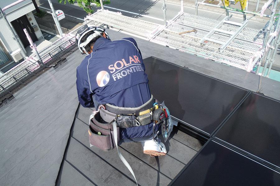 太陽光パネル 取付作業
